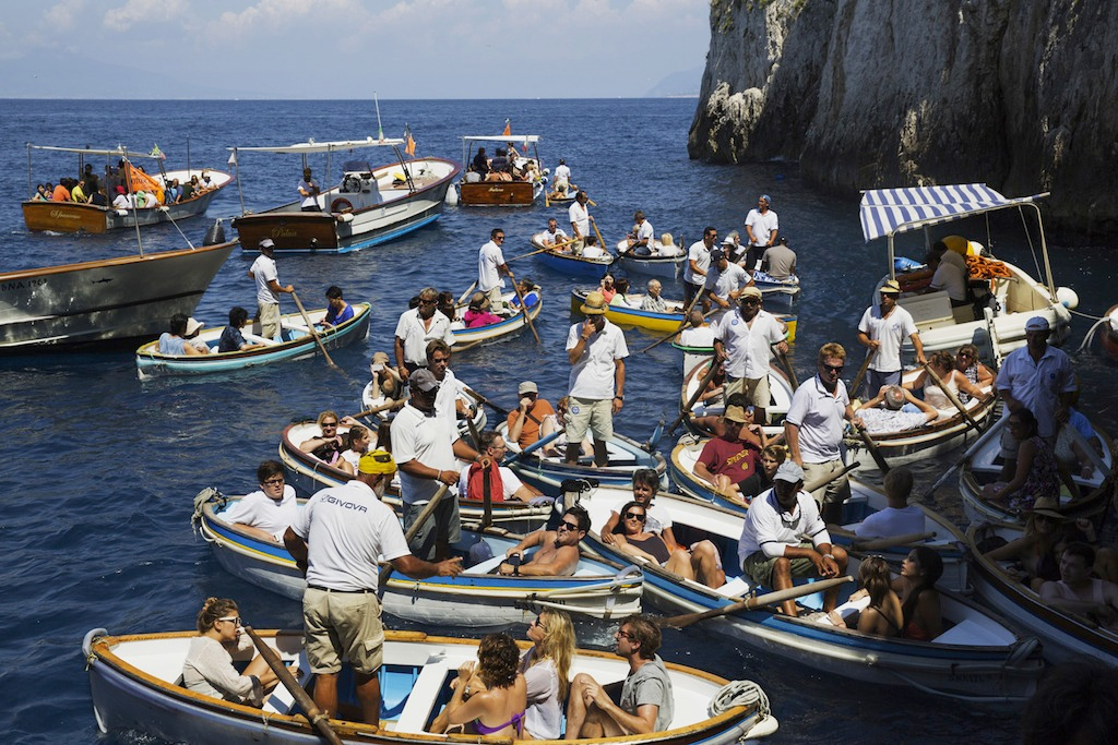 08-the-amalfi-coast-capri-2014-cm-65x90-martin-parr-magnum-photos-studio-trisorio