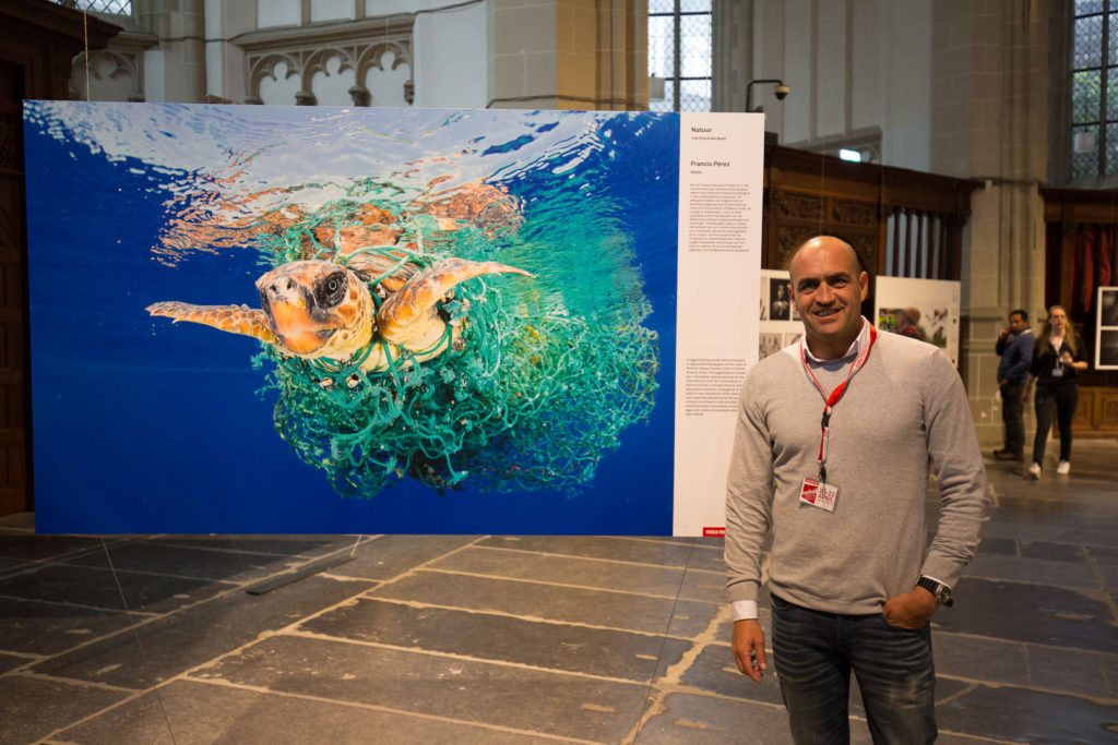 Francis Pérez with his prizewinning image 'Caretta caretta Trapped' at Canon Night Copyrighted to ©Delioma González